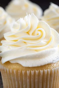 This is the best Vanilla Buttercream Frosting recipe. Make this easy buttercream frosting recipe and you'll never want cake without vanilla buttercream again. Or eat it with spoons. Vanilla Frosting Recipes, Vanilla Buttercream Frosting, Cupcake Recipes, Baking Recipes, Dessert Recipes, Vanilla Desserts, Gourmet Cupcakes, Whipped Frosting, Dessert Bars