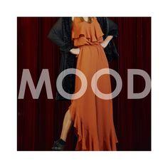 Mood Babados e Volumes! Fashion trend ultrafeminina que já vem conquistando as passarelas e closets há algumas coleções. Este macacão da nossa coleção #SeeMoreBeMore é uma aposta ousada e certeira para modernizar o look daquele evento especial! Truque de stylist: experimente com uma pashmina oversized transparente! Que tal?    Macacão:: 1171513  Pashimina:: 11711159    #SeeMoreBeMore #inverno17 #babados #fashiontrend #reginasalomao #transparencia #fendas