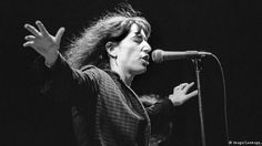 Patti Smith on stage, arms outstretched (Imago/Leemage)