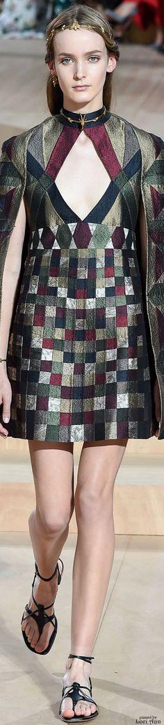 #Farbbberatung #Stilberatung #Farbenreich mit www.farben-reich.com Valentino Couture Fall 2015