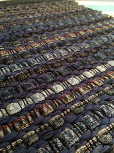Best Carpet Runners For Stairs Weaving Textiles, Weaving Art, Loom Weaving, Hand Weaving, Fabric Rug, Linen Fabric, Denim Rug, Peg Loom, Sheepskin Rug