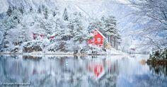 "500px / Photo ""Red cabin"" by Torbjørn Helgesen"