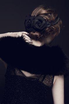 Coiffe noir et bandeaux  Photographe Pauline Darley Modèle Louise Ebel