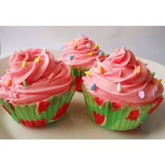 Watermelon Taffy Fizzing Bath Cupcake ($5.50) ❤ liked on Polyvore featuring beauty products, bath & body products, body cleansers, bath & beauty, bath bombs, grey and soaps