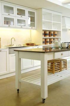 #homedecor #design #interiorstyling #inspiration #decor #cocina #tendencias #madera #ambiente #luz Table, Island, Furniture, Home Decor, Environment, Lights, Kitchens, Trends, Wood