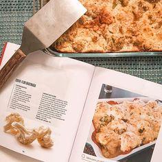 Hoje foi dia de Chris Master Chef  Olha que linda (and gostosa) que ficou a minha couve gratinada!! Receita fácil saborosa e saudável (ahh e com Cúrcuma no preparo ). Para quem quiser essa e outras receitas fáceis e saudáveis fica a dica são do livro da Boa Forma com a @monicawwagner um livro baratinho (2990) mas com dicas valiosas!! #ficaadica #dicasdachris