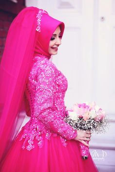 This looks soooo good #pink #hijabi #bride