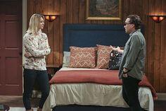 Penny and Leonard discuss a few secrets.