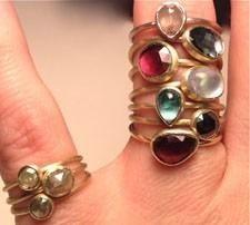 Mandy Leiva's 18K green gold rings on www.the-e-list.com