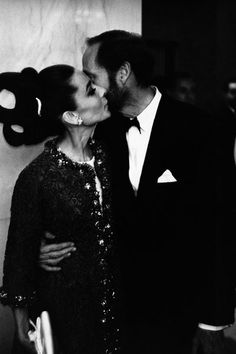 "On October 21, 1964, Audrey Hepburn photographed with her husband Mel Ferrer during their arrival at a dinner after the world premiere of her new movie ""My Fair Lady"" at the Americana Hotel in New York (USA)."