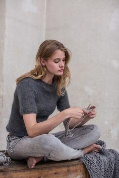 Mohair-Top mit Swarovski-Perlen - grey short sleeve mohair sweater w/ Swarovski Pearls FREE knitting pattern in German (hva)