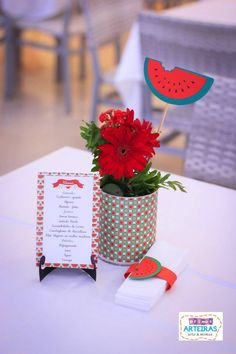 Centro de mesa no tema melancia Watermelon Wedding, Watermelon Birthday Parties, Fruit Party, Candy Party, Happy Birthday B, 2nd Birthday, Teen Party Themes, Birthday Party Themes, Party Ideas