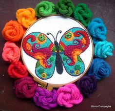 Mariposa por Silvia Campagña  Consultas: silvia.bordadomexicano@gmail.com