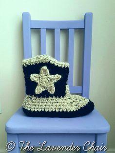 Crochet Patterns Chunky Chunky Cowboy Slipper – Free Crochet Pattern – The Lavender Chair Crochet Shoes, Crochet Slippers, Crochet Yarn, Crochet Clothes, Crochet Sandals, Crochet Crafts, Crochet Designs, Crochet Patterns, Crochet Ideas