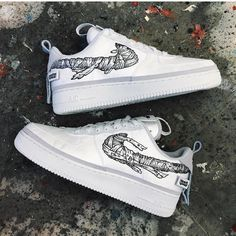 The post Mummy Swoosh Air Force Bewerten Sie diese! C appeared first on beste Schuhe. Custom Painted Shoes, Custom Shoes, Sneakers Fashion, Sneakers Nike, Nike Free Run, Nike Shoes Air Force, Aesthetic Shoes, Hype Shoes, Fresh Shoes