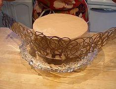 Chocolate Lace Cake, Chocolate Wrapping, Chocolate Art, How To Make Chocolate, Melting Chocolate, Chocolate Chips, Chocolate Bowls, Cake Decorating Techniques, Cake Decorating Tutorials