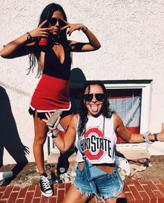 25 Trendy College Game Day Outfits to Copy This Season - The Metamorphosis College Games, College Game Days, College Parties, College Life, College Party Outfit, Fall College Outfits, College Football, Go Best Friend, Best Friend Goals