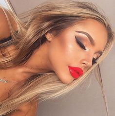 GlaMBarbiE red lips