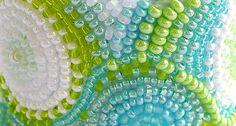 Fler MAG: Svěží náramek z korálkové výšivky