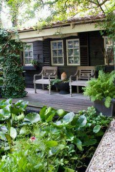of schutting It's a fence, not a shed, great idea for small gardens. I love this idea!It's a fence, not a shed, great idea for small gardens. I love this idea! Small Gardens, Outdoor Gardens, Outdoor Rooms, Outdoor Living, Dream Garden, Home And Garden, Classic Garden, Garden Modern, Garden Studio
