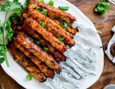 Ζουμερά σουβλάκια γαλοπούλας με πάπρικα και γιαούρτι Tandoori Chicken, Chicken Wings, Meat, Ethnic Recipes, Food, Essen, Meals, Yemek, Eten