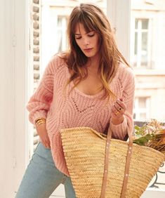 Sezane's January Capsule Collection Style Parisienne, French Girl Style, Mode Plus, Paris Mode, Parisian Style, Fashion Outfits, Womens Fashion, Winter Collection, Pulls