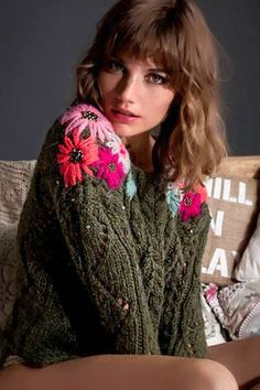 Cool Women Sweaters from 37 of the Outstanding Women Sweaters collection is the most trending fashion outfit this season. This Women Sweaters look related to outfits, fashion, casualstyle and… Embroidery On Clothes, Wool Embroidery, Embroidered Clothes, Embroidery Stitches, Embroidered Flowers, Sweater Embroidery, Diy Bordados, Mode Boho, Mode Inspiration