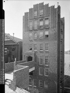 Photograph of the Edgewater flats, Elizabeth Bay by Sam Hood in September 1937. The seven storey Edgewater flats in Billyard Avenue overlook the harbour.  From the Mitchell Library, State Library of New South Wales : http://www.acmssearch.sl.nsw.gov.au/search/itemDetailPaged.cgi?itemID=52432
