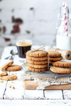 Almond coconut cookies (vegan, gluten-free & refined sugar-free)