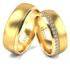 Acest model superb a fost obtinut prin alaturarea unei bentite din aur alb incrustata cu 33 de pietricele de zirconiu sau diamant, benzii principale din aur galben. Aur, Rings For Men, Wedding Rings, Engagement Rings, Gold, Victoria, Weddings, Jewelry, Model