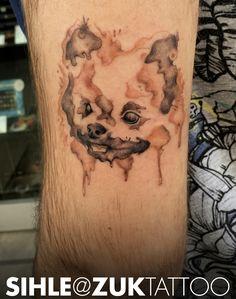 Tatuaje a color estilo Watercolor con un perro.