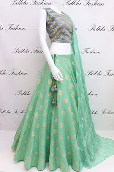 Ideas dress hijab fashion colour Source by dragon_queen_xx dress hijab Indian Fashion Dresses, Indian Gowns Dresses, Dress Indian Style, Indian Designer Outfits, Indian Outfits, Designer Dresses, Hijab Fashion, Dress Fashion, Fashion Fashion