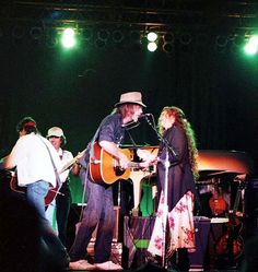 Neil Young News: RARE PHOTO: Nicolette Larson & Neil Young - 1985