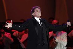 """barry manilow photos 2013 