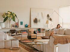 O apartamento de Glória Kalil. Desde o começo do blog, mostramos ascasas de pessoas do mundo da moda, porque acho interessante ver como elas refletemseu estilo na decoração! E foi com