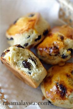 If you like raisins and scones. You will love this simple, irresistible, and delicious raisin scones recipe. These raisin scones are to die for. Raisin Tea Biscuit Recipe, Easy Delicious Recipes, Yummy Food, Raisin Scones, Baking Scones, Breakfast Recipes, Dessert Recipes, Desserts, Raisin Recipes