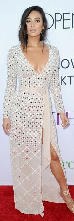 Shay Mitchell: Dress – Temperley London  Shoes – Giuseppe Zanotti  Earrings – Plukka  Ring – EFFY Jewelry