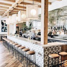 a Weekend Trip to OC California Cafe Gratitude. Cafe Restaurant, Modern Restaurant, Organic Restaurant, Commercial Design, Commercial Interiors, Deco Cafe, Coffee Shop Design, Restaurant Interior Design, Beach Restaurant Design