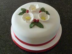 Christmas Rose Christmas Cake Christmas Cake Designs, Christmas Cake Decorations, Christmas Food Gifts, Christmas Cupcakes, Christmas Cooking, Christmas Rose, Christmas Ideas, Occasion Cakes, Creative Cakes