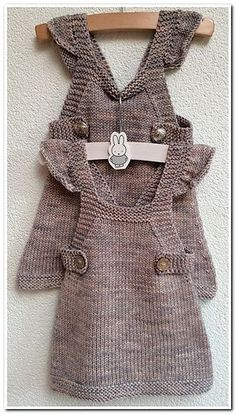 Snurr-Meg-Skjørt / Triple Skirt pattern by Knit Me - Her Crochet Baby Knitting Patterns, Knitting For Kids, Easy Knitting, Pull Bebe, Knit Baby Dress, Brown Vest, Patterned Jeans, Baby Vest, Diy Dress