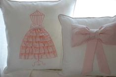20 Decorative Pillows with Dresses and Flowers for Romantic Interior Decorating