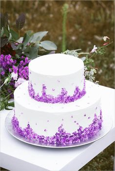 white wedding cake | rock candy wedding cake | geode wedding ideas | boho wedding | #weddingchicks