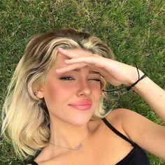 Pretty People, Beautiful People, Blonde Wig, Ash Blonde, Platinum Blonde, Dark Roots Blonde Hair, Aesthetic Girl, Aesthetic Pastel, Aesthetic Photo