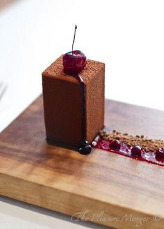 """""""The Fat Duck"""" -The """"BFG"""" - Black Forest Gateau. This is probably the best dessert I have ever had! """"The Fat Duck"""". Fancy Desserts, Just Desserts, Delicious Desserts, Dessert Recipes, Yummy Food, Healthy Food, Beautiful Desserts, Snacks Für Party, Chocolate Desserts"""