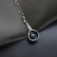 W zagłębieniu nocy - srebrny dwustronny wisior z labradorytem / Kornelia Sus / Biżuteria / Wisiory wisior, srebrny, dwustronny, z labradoryt, romantyczny, baśniowy, oksydowany, amulet