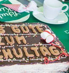 Einfache Einschulungstorte ohne Fondant und Ratzfatz-Deko für die Feier! - elf19.de Marshmallows, Fondant, Gingerbread Cookies, Birthday Cake, Desserts, Food, Chocolate, Pies, Cake Ideas