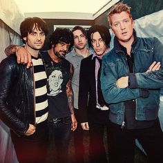 Queens of the Stone Age: enjoying rediscovering them again. Always had a thing for Josh Homme too. Going to see a qotsa tribute tonight, in Brasilia. Looking forward to it! Coachella, Troy Van Leeuwen, Best New Songs, Josh Homme, Rock In Rio, Rock News, Stone Age, Arctic Monkeys, Musica