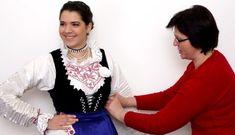 """Šnajderice, krojačice bilo je iznimno cjenjeno zanimanje Ženske šnaiderice su šivale suknje, bluze, jakne, pregačice… Šnajderice su po selu obično bivale samouke žene koje su bile vješte u šivanju, ukrašavanju i pucovanju istog. Išlo se šnajderici i u drugo selo ako je bila poznata i ako ti sašije """"kako niko nema"""". Ta izreka i taj […] The post Farbarice i šnajderice stara iznimno cijenjena zanimanja appeared first on Narodni.NET. Jewelry, Fashion, Moda, Jewlery, Bijoux, La Mode, Jewerly, Fasion, Jewelery"""