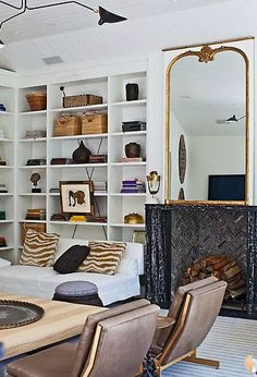 Perfect way to style open shelves!
