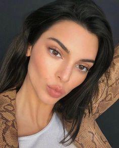 Kendall+Kylie - New Season Styles Kendall Jenner Outfits, Kendall Jenner Make Up, Kendall Jenner Eyebrows, Kendall Jenner Icons, Kylie Jenner Makeup, Kendall And Kylie, Kendall Jenner Selfie, Maquillage Kendall Jenner, Cejas Kendall Jenner